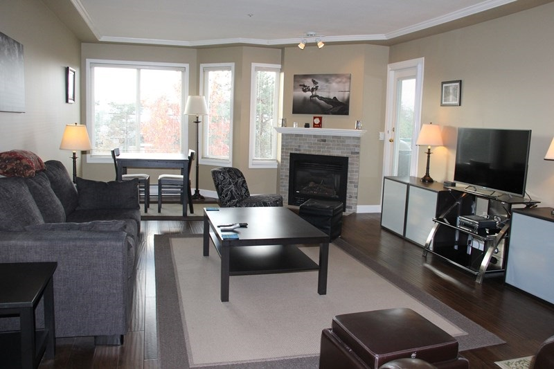 "Photo 2: 404 20453 53 Avenue in Langley: Langley City Condo for sale in ""Countryside Estates"" : MLS(r) # R2120225"