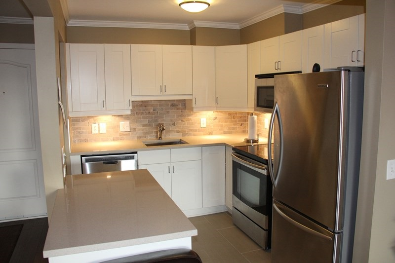 "Photo 5: 404 20453 53 Avenue in Langley: Langley City Condo for sale in ""Countryside Estates"" : MLS(r) # R2120225"