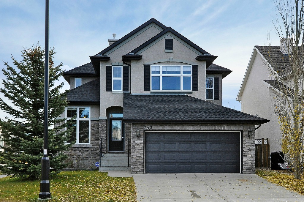 Main Photo: 243 CRYSTAL SHORES Drive: Okotoks House for sale : MLS(r) # C4088634