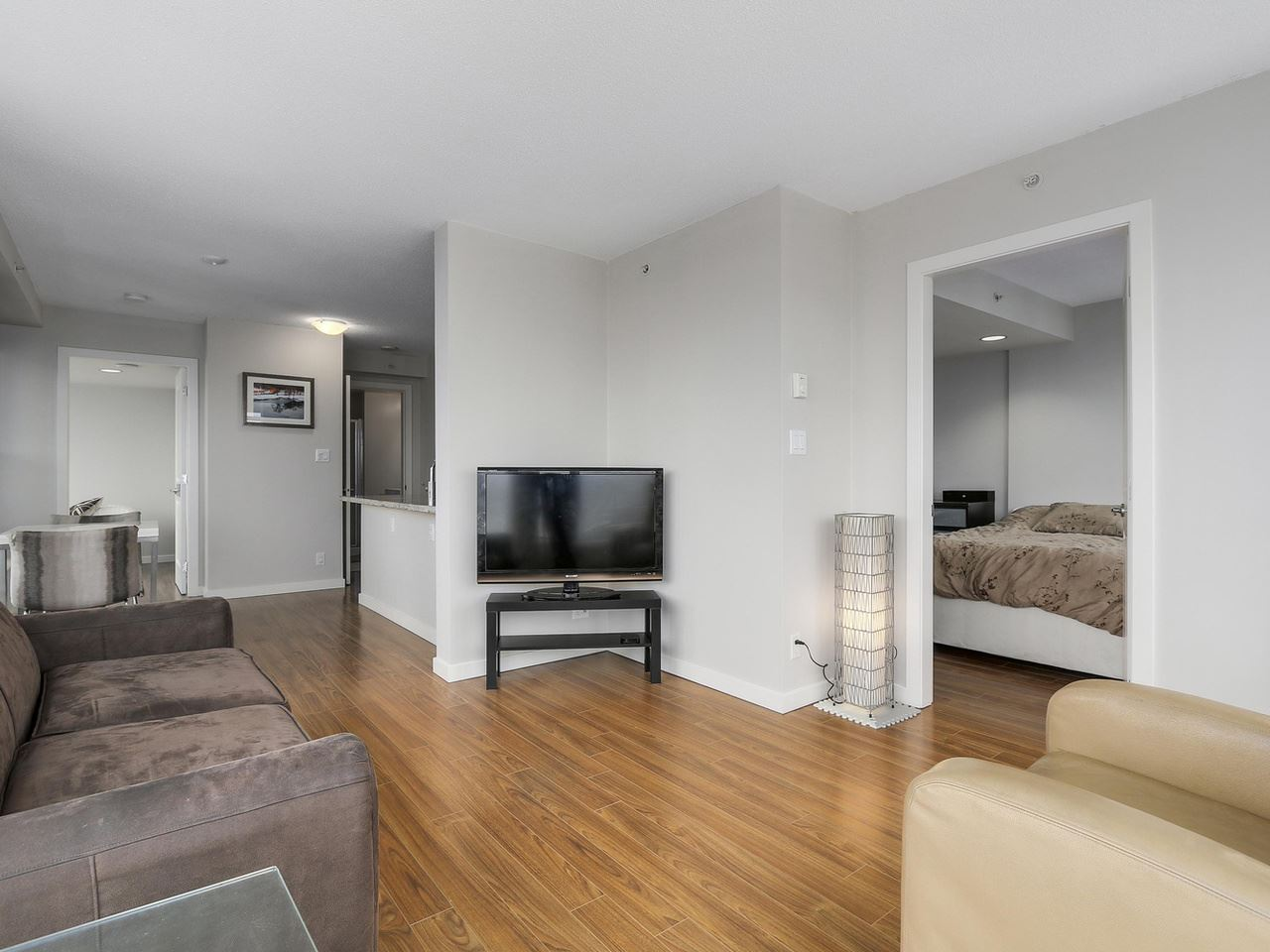 "Photo 9: 1507 1068 W BROADWAY in Vancouver: Fairview VW Condo for sale in ""The Zone"" (Vancouver West)  : MLS® # R2137350"