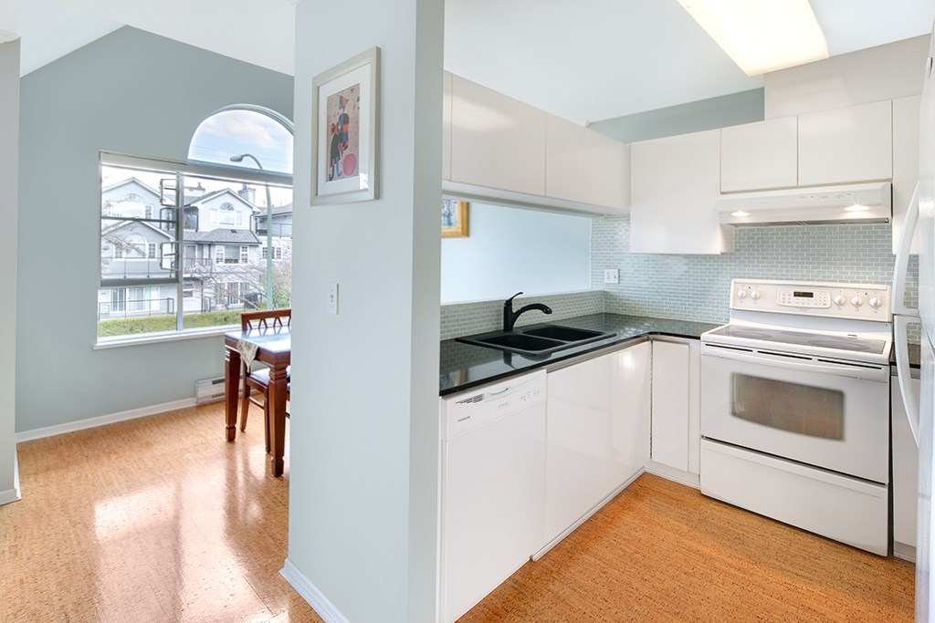 "Photo 9: 305 868 W 16TH Avenue in Vancouver: Cambie Condo for sale in ""Willow Springs"" (Vancouver West)  : MLS(r) # R2141883"