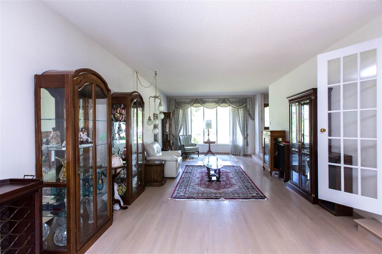 Amazing living room, with East and West windows, beautiful hardwood floors. An incredible space to entertain.