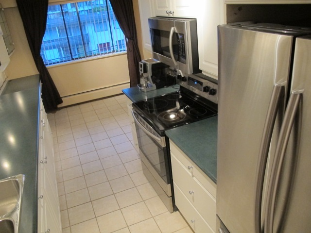 "Photo 8: 302 7180 LINDEN Avenue in Burnaby: Highgate Condo for sale in ""LINDEN HOUSE"" (Burnaby South)  : MLS(r) # R2177989"