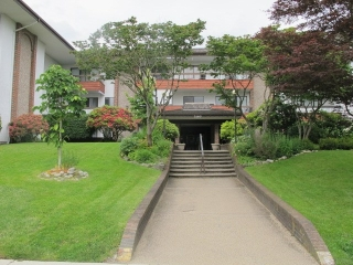 "Main Photo: 302 7180 LINDEN Avenue in Burnaby: Highgate Condo for sale in ""LINDEN HOUSE"" (Burnaby South)  : MLS(r) # R2177989"