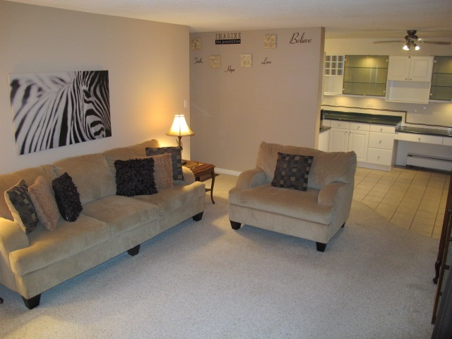 "Photo 2: 302 7180 LINDEN Avenue in Burnaby: Highgate Condo for sale in ""LINDEN HOUSE"" (Burnaby South)  : MLS(r) # R2177989"