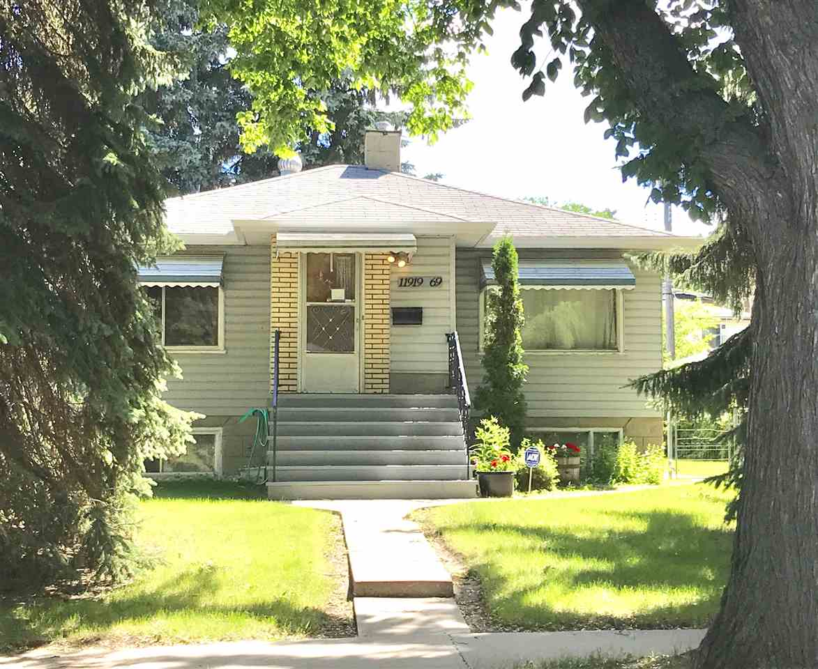 Main Photo: 11919 69 Street in Edmonton: Zone 06 House for sale : MLS® # E4076086