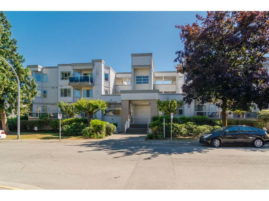 Main Photo: 203 20240 54A AVENUE in Langley: Langley City Condo for sale : MLS®# R2194442