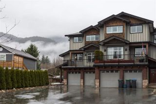 Main Photo: 39745 GOVERNMENT Road in Squamish: Northyards House 1/2 Duplex for sale : MLS® # R2225663