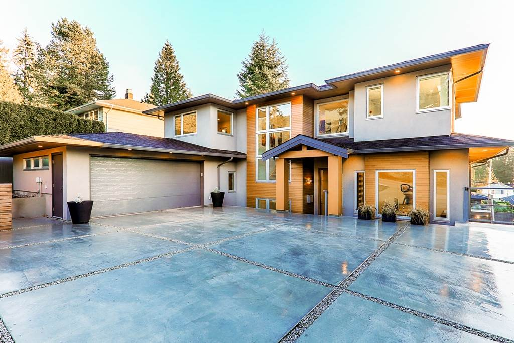 Photo 1: Photos: 883 WAVERTREE Road in North Vancouver: Forest Hills NV House for sale : MLS® # R2232356
