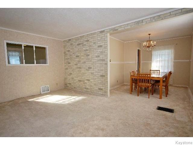 Photo 3: 823 Manhattan Avenue in WINNIPEG: East Kildonan Residential for sale (North East Winnipeg)  : MLS(r) # 1517538