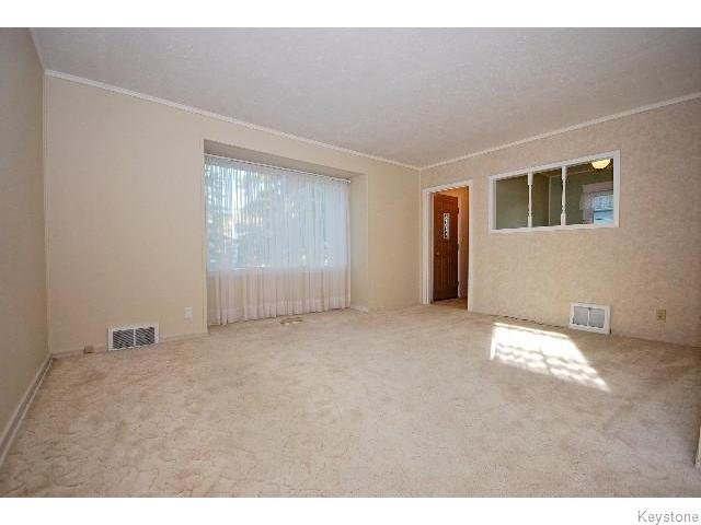 Photo 2: 823 Manhattan Avenue in WINNIPEG: East Kildonan Residential for sale (North East Winnipeg)  : MLS(r) # 1517538