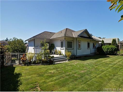 Photo 2: 845 Rogers Way in VICTORIA: SE High Quadra Single Family Detached for sale (Saanich East)  : MLS(r) # 354569