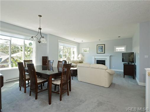 Photo 11: 845 Rogers Way in VICTORIA: SE High Quadra Single Family Detached for sale (Saanich East)  : MLS(r) # 354569