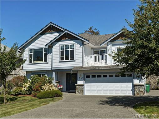 Main Photo: 845 Rogers Way in VICTORIA: SE High Quadra Single Family Detached for sale (Saanich East)  : MLS(r) # 354569