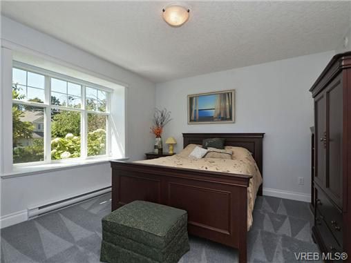 Photo 15: 845 Rogers Way in VICTORIA: SE High Quadra Single Family Detached for sale (Saanich East)  : MLS(r) # 354569