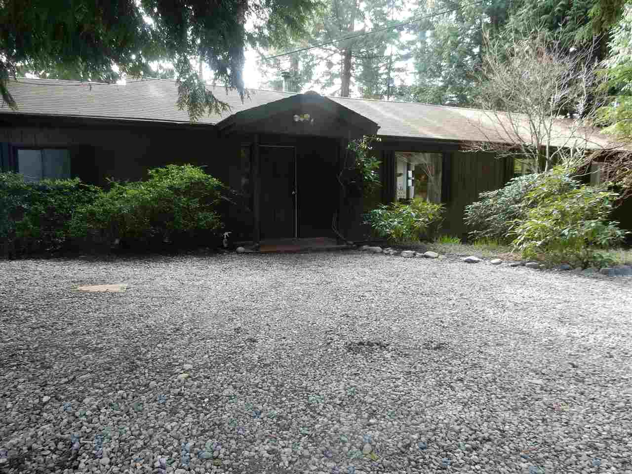 Photo 2: 8045 REDROOFFS Road in Halfmoon Bay: Halfmn Bay Secret Cv Redroofs House for sale (Sunshine Coast)  : MLS(r) # R2040225