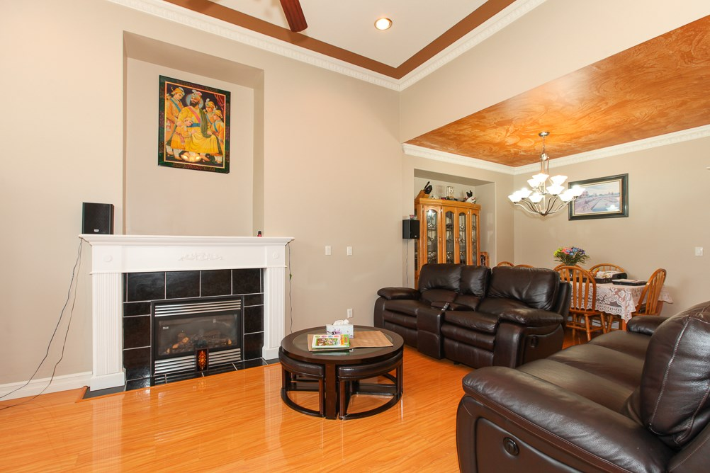 Photo 2: 27989 TRESTLE Avenue in Abbotsford: Aberdeen House for sale : MLS® # R2083139
