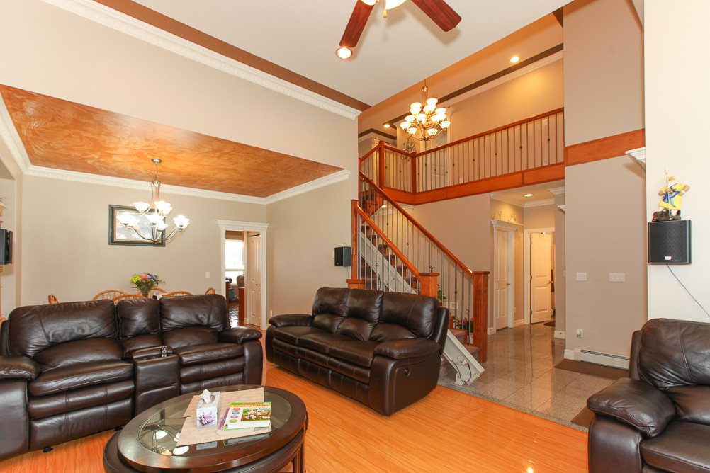 Photo 3: 27989 TRESTLE Avenue in Abbotsford: Aberdeen House for sale : MLS® # R2083139