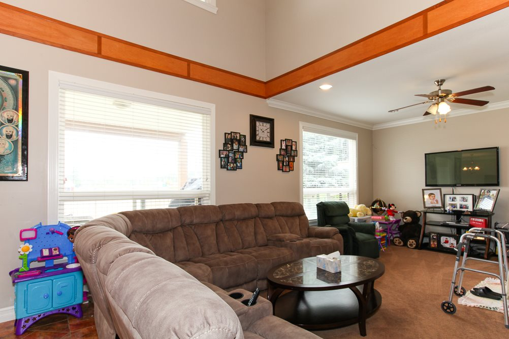 Photo 6: 27989 TRESTLE Avenue in Abbotsford: Aberdeen House for sale : MLS® # R2083139