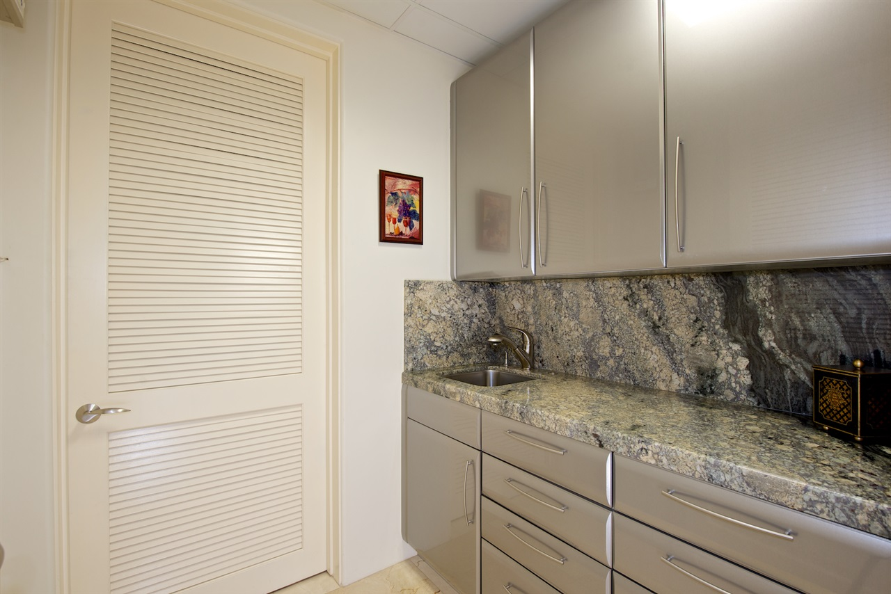 Photo 16: SAN DIEGO Condo for sale : 3 bedrooms : 2500 6th Avenue #101