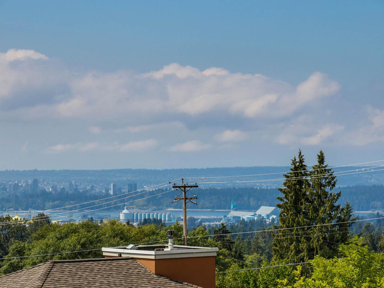 Main Photo: 3889 DALKEITH Drive in North Vancouver: Upper Lonsdale House for sale : MLS®# R2098321