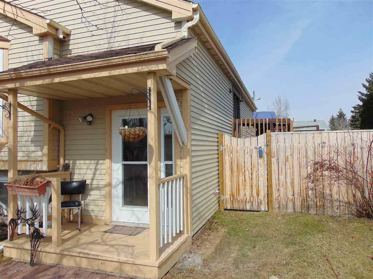 Photo 3: 4604 43 Avenue: Gibbons House for sale : MLS(r) # E4060108