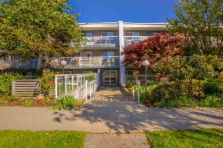 "Main Photo: 217 550 ROYAL Avenue in New Westminster: Downtown NW Condo for sale in ""HARBOURVIEW"" : MLS(r) # R2169710"