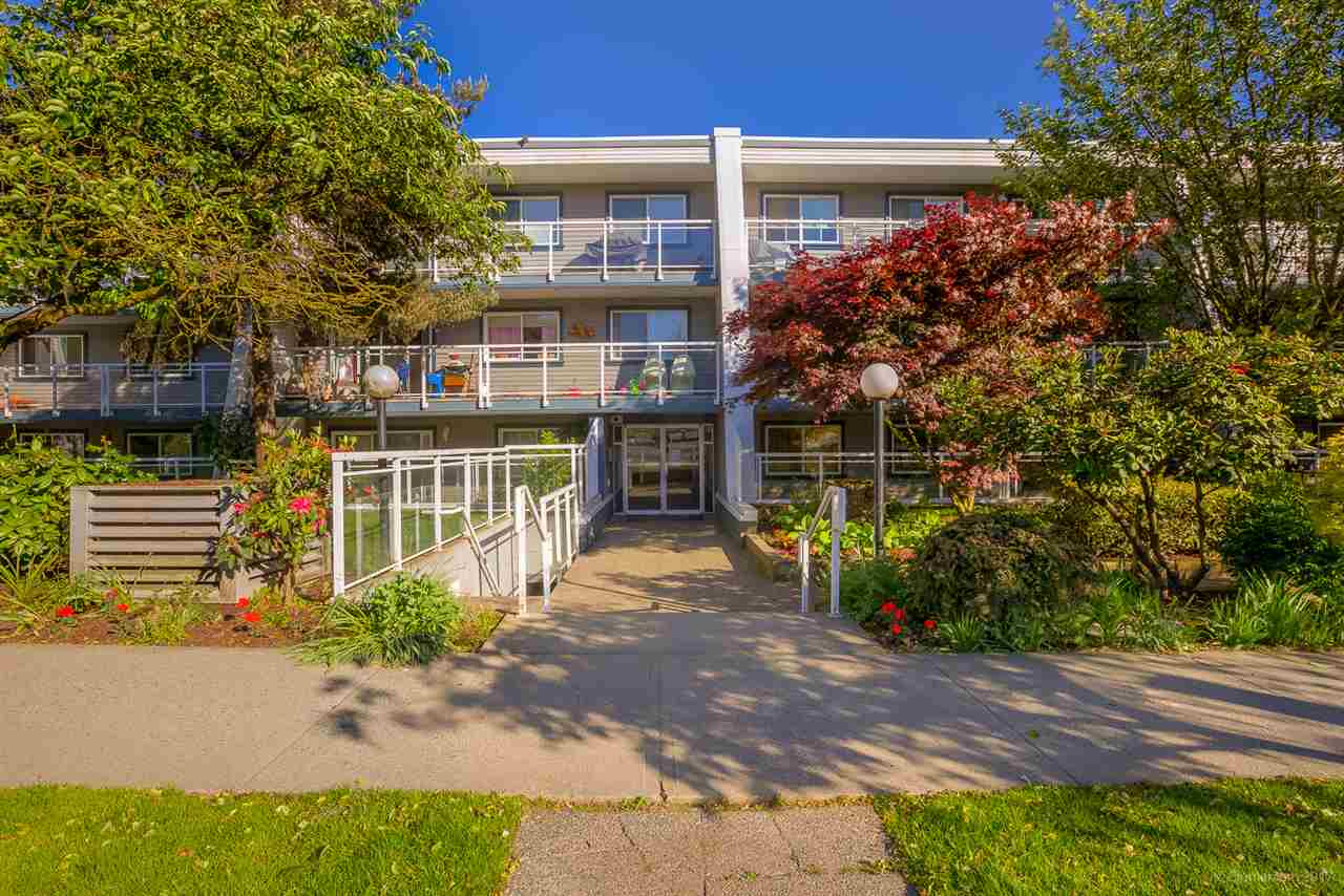 "Main Photo: 217 550 ROYAL Avenue in New Westminster: Downtown NW Condo for sale in ""HARBOURVIEW"" : MLS® # R2169710"