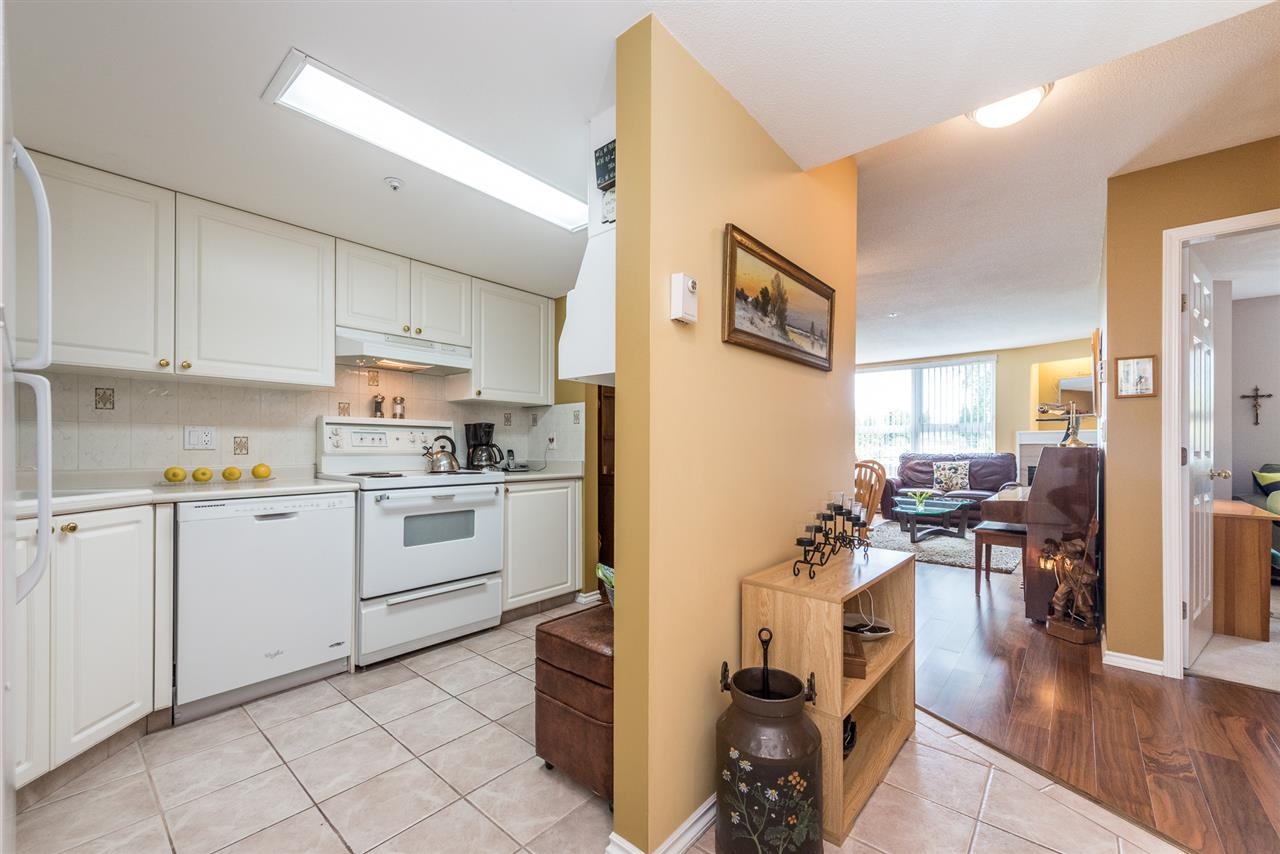 "Photo 2: 211 1519 GRANT Avenue in Port Coquitlam: Glenwood PQ Condo for sale in ""THE BEACON"" : MLS(r) # R2185848"