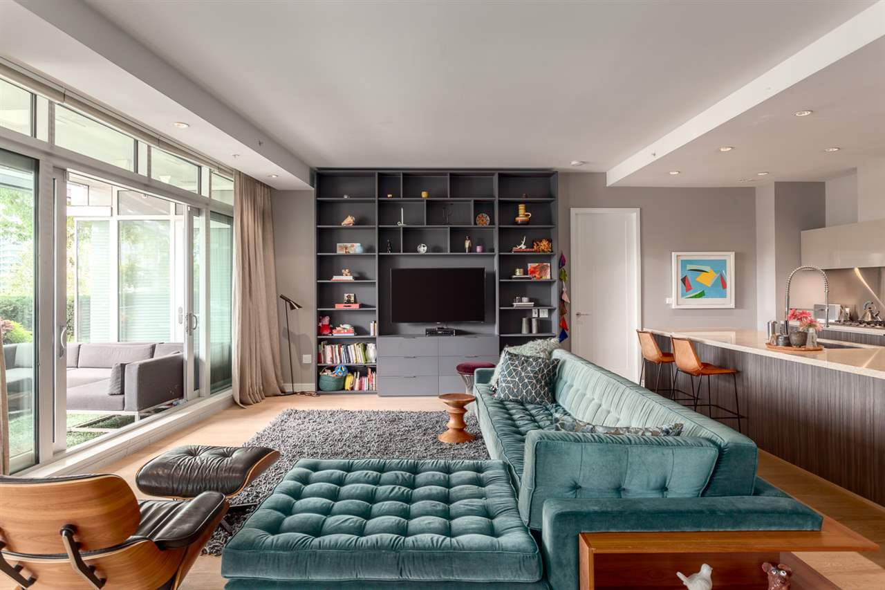 "Photo 4: 101 181 ATHLETES Way in Vancouver: False Creek Condo for sale in ""CANADA HOUSE"" (Vancouver West)  : MLS® # R2202225"
