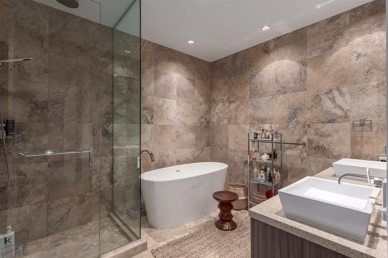 "Photo 14: 101 181 ATHLETES Way in Vancouver: False Creek Condo for sale in ""CANADA HOUSE"" (Vancouver West)  : MLS® # R2202225"