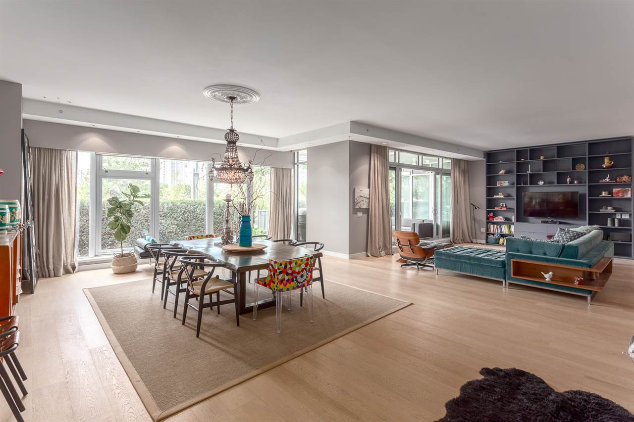 "Photo 2: 101 181 ATHLETES Way in Vancouver: False Creek Condo for sale in ""CANADA HOUSE"" (Vancouver West)  : MLS® # R2202225"