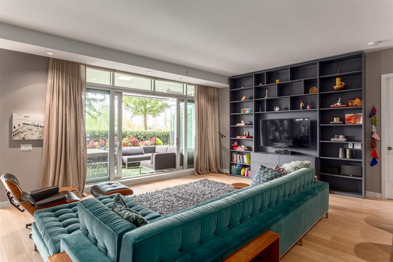 "Photo 3: 101 181 ATHLETES Way in Vancouver: False Creek Condo for sale in ""CANADA HOUSE"" (Vancouver West)  : MLS® # R2202225"