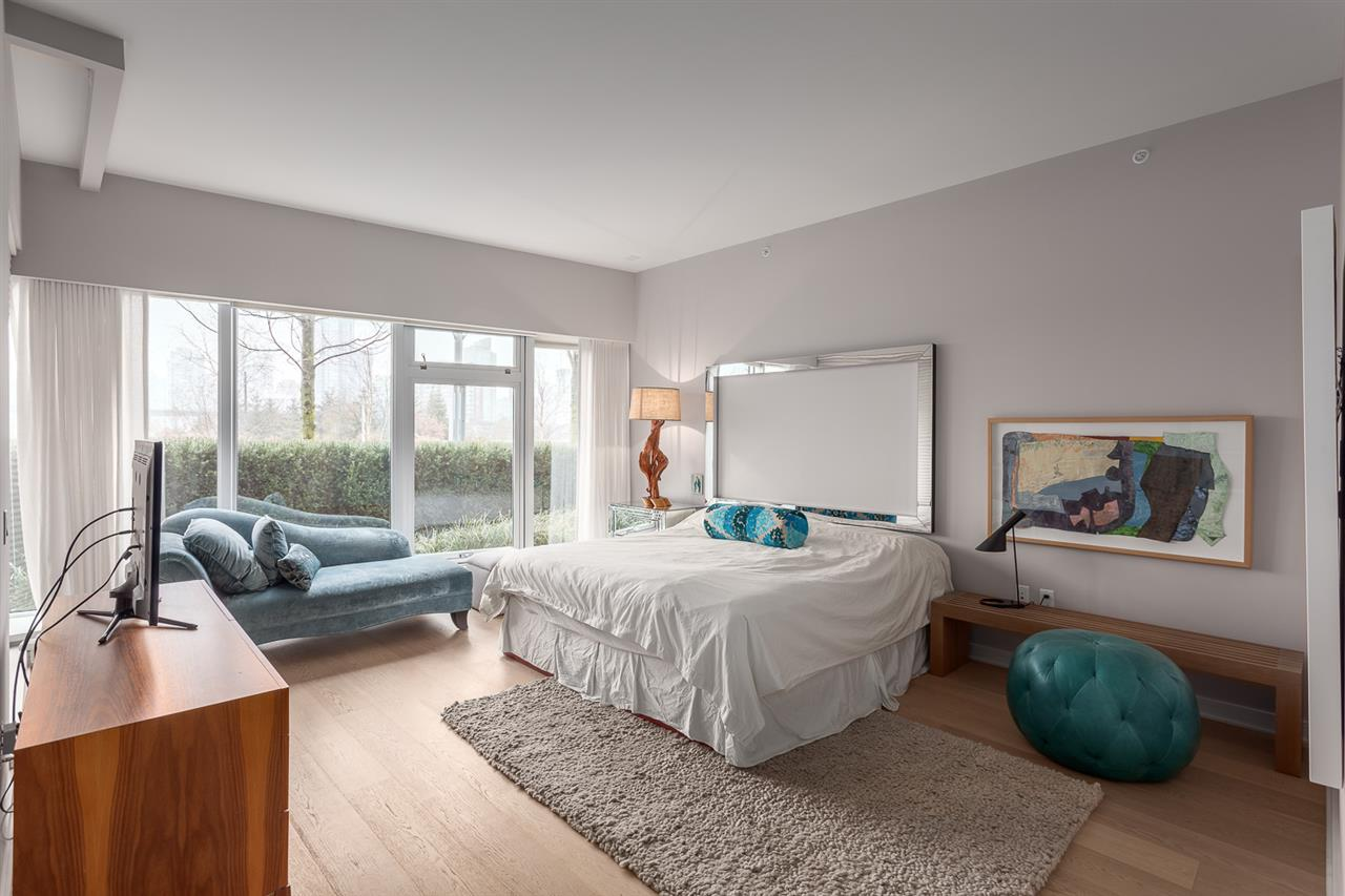 "Photo 13: 101 181 ATHLETES Way in Vancouver: False Creek Condo for sale in ""CANADA HOUSE"" (Vancouver West)  : MLS® # R2202225"