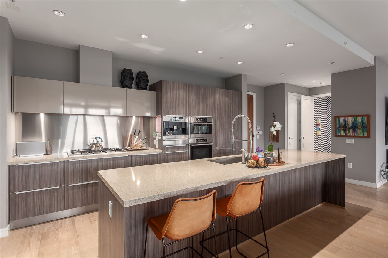"Photo 11: 101 181 ATHLETES Way in Vancouver: False Creek Condo for sale in ""CANADA HOUSE"" (Vancouver West)  : MLS® # R2202225"