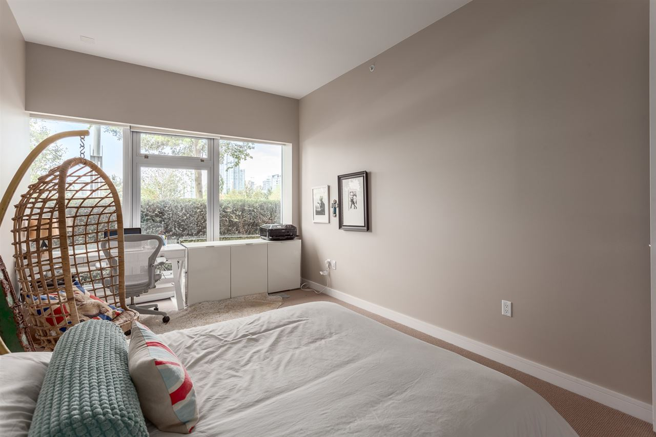 "Photo 15: 101 181 ATHLETES Way in Vancouver: False Creek Condo for sale in ""CANADA HOUSE"" (Vancouver West)  : MLS® # R2202225"