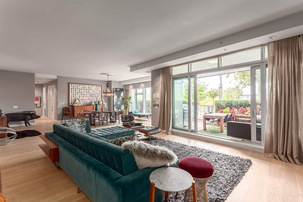 "Photo 6: 101 181 ATHLETES Way in Vancouver: False Creek Condo for sale in ""CANADA HOUSE"" (Vancouver West)  : MLS® # R2202225"