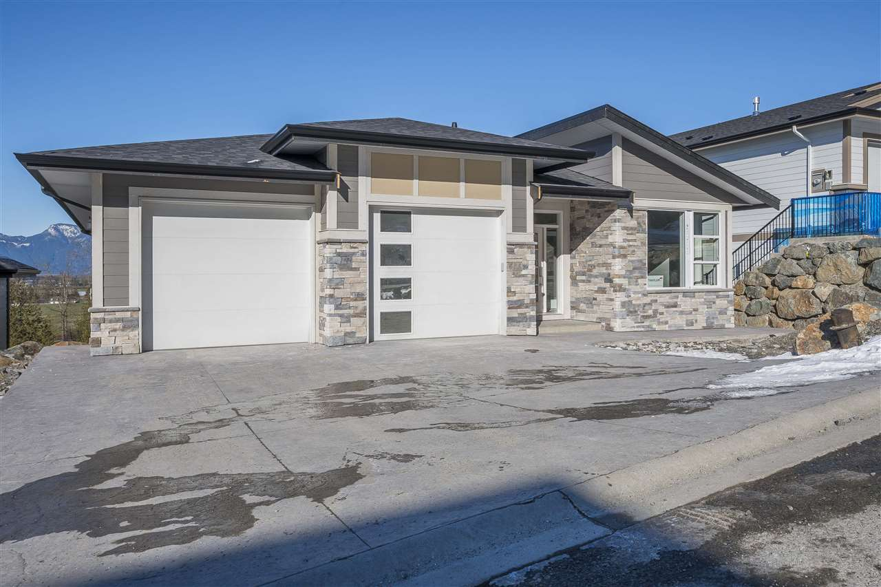 "Main Photo: 42 50778 LEDGESTONE Place in Chilliwack: Eastern Hillsides House for sale in ""SUNRIDGE"" : MLS® # R2230064"