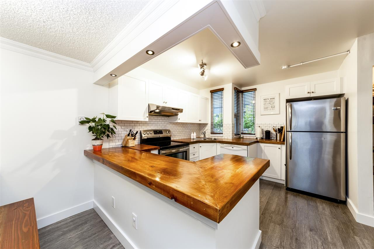 Main Photo: 4 1535 ST. GEORGES Avenue in North Vancouver: Central Lonsdale Townhouse for sale : MLS®# R2305160