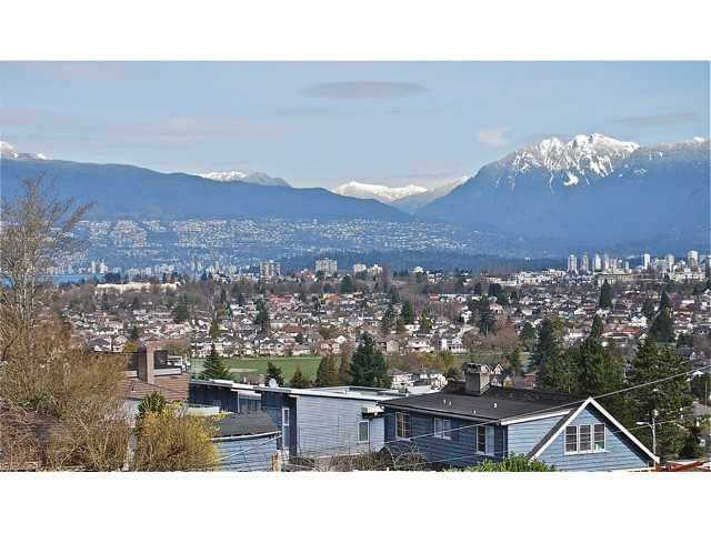 Photo 2: 4742 ELM Street in Vancouver: MacKenzie Heights House for sale (Vancouver West)  : MLS(r) # V878692