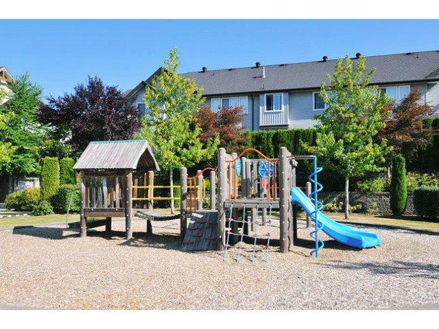 Photo 10: 87 1055 Riverwood Gate in Port Coquitlam: Birchland Manor Townhouse for sale : MLS(r) # V1018529