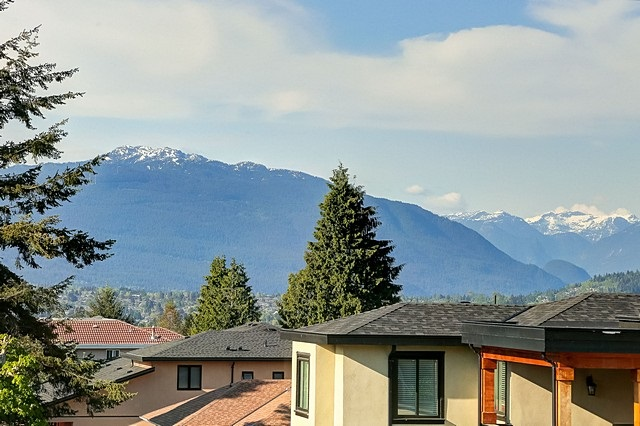 Photo 17: 5566 IRVING Street in Burnaby: Forest Glen BS House 1/2 Duplex for sale (Burnaby South)  : MLS® # R2060321