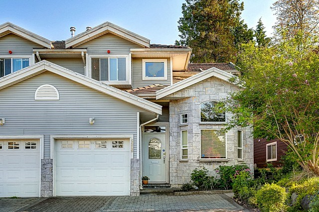 Main Photo: 5566 IRVING Street in Burnaby: Forest Glen BS House 1/2 Duplex for sale (Burnaby South)  : MLS®# R2060321