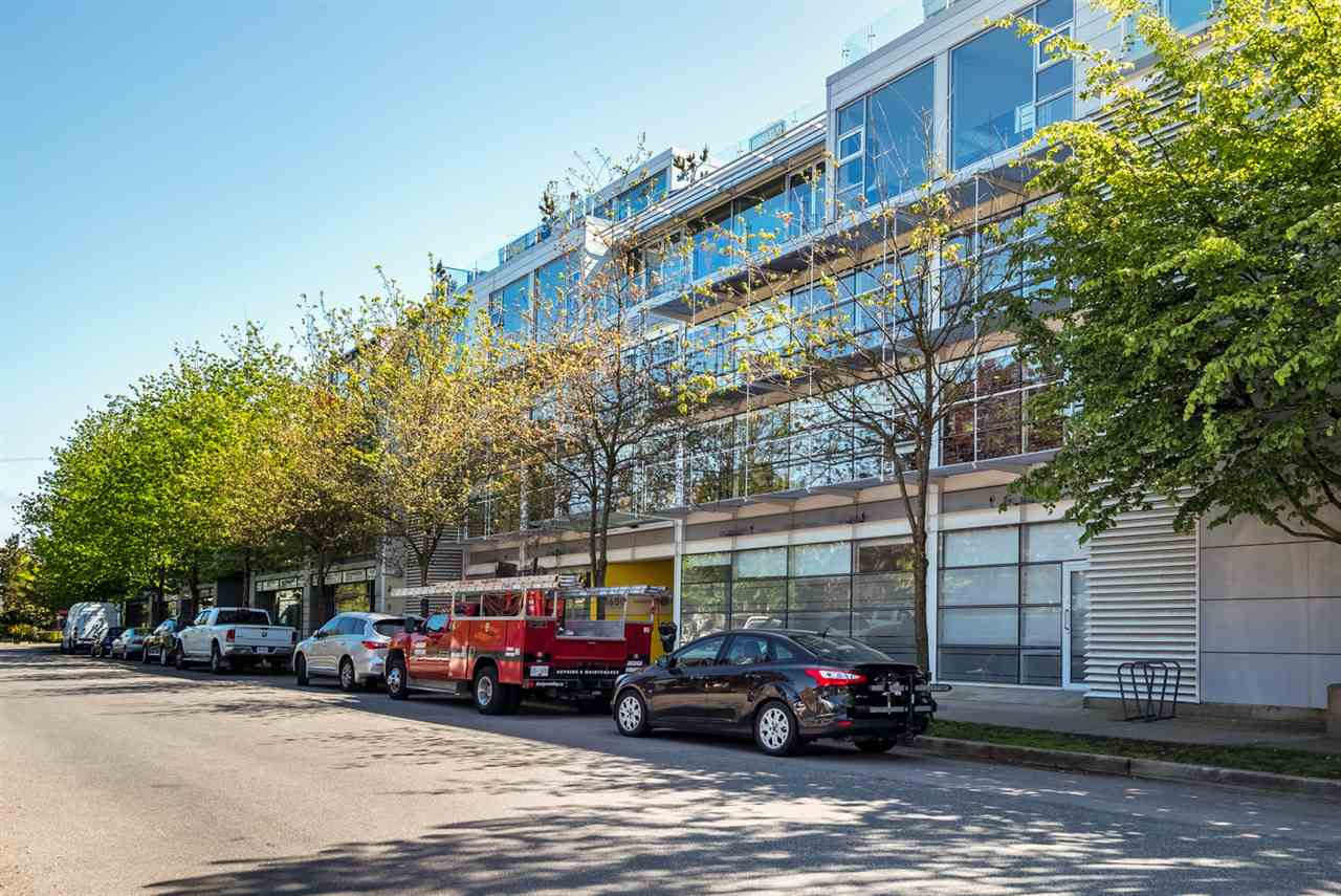 "Main Photo: 2 1650 W 1ST Avenue in Vancouver: False Creek Townhouse for sale in ""THE ELLIS FOSTER BUILDING"" (Vancouver West)  : MLS(r) # R2062356"