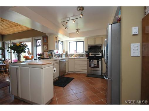 Photo 12: 3407 Karger Terrace in VICTORIA: Co Triangle Single Family Detached for sale (Colwood)  : MLS(r) # 366787
