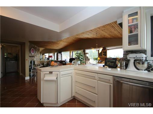 Photo 11: 3407 Karger Terrace in VICTORIA: Co Triangle Single Family Detached for sale (Colwood)  : MLS(r) # 366787