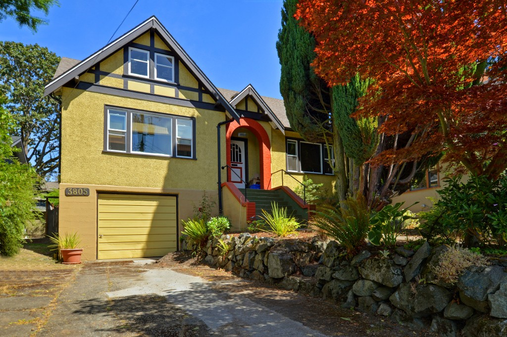 Main Photo: 3805 Quadra Street in VICTORIA: SE Quadra Single Family Detached for sale (Saanich East)  : MLS® # 366894