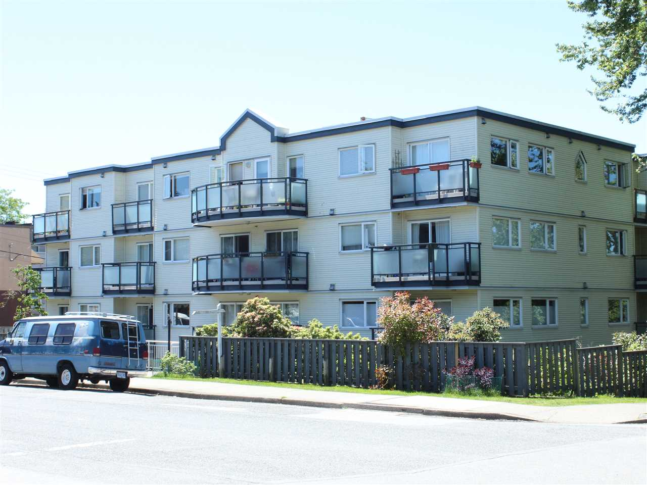 Main Photo: 402 33 N TEMPLETON Drive in Vancouver: Hastings Condo for sale (Vancouver East)  : MLS(r) # R2182077