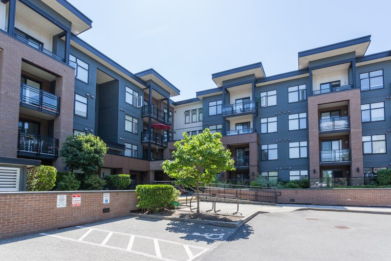 "Main Photo: 403 20068 FRASER Highway in Langley: Langley City Condo for sale in ""Varsity"" : MLS® # R2184158"