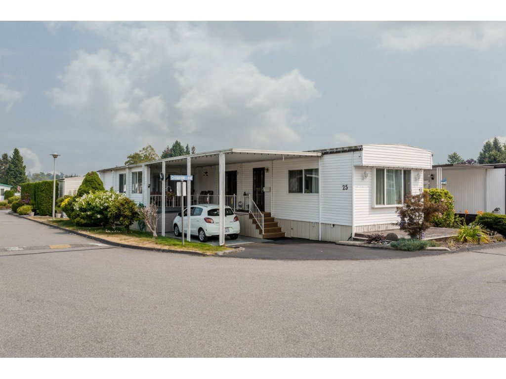 "Main Photo: 25 15875 20 Avenue in Surrey: King George Corridor Manufactured Home for sale in ""Searidge Bays"" (South Surrey White Rock)  : MLS® # R2195866"